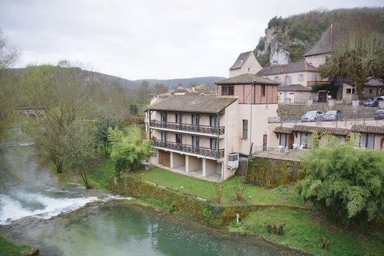 Hotel la Truite Doree: Hotel annex overlooking the river Vers