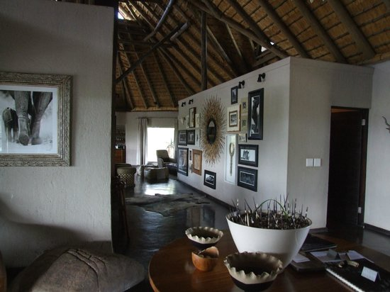 Nambiti Hills Private Game Lodge: The main lodge
