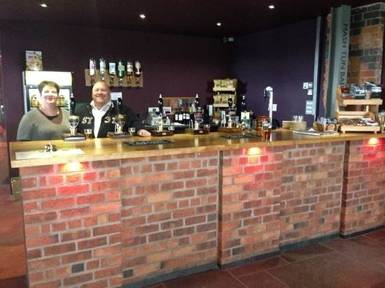 Ludlow Brewing Company: Behind the splendid bar.