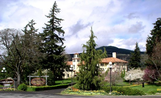Columbia Gorge Hotel & Spa: Enter here for a peaceful rest.