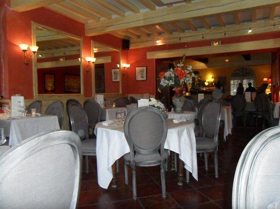 Hostellerie de la Reine-Jeanne : La salle de restaurant