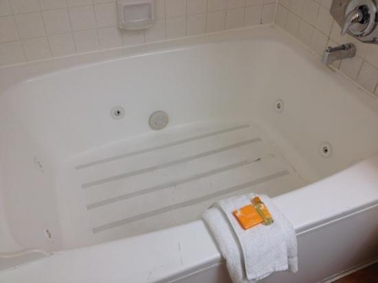 La Quinta Inn & Suites Las Vegas Airport N Conv.: the tub