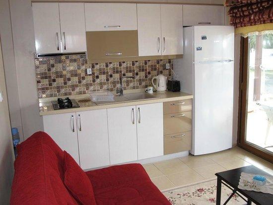 Sunset Beach Apartments: Kitchen