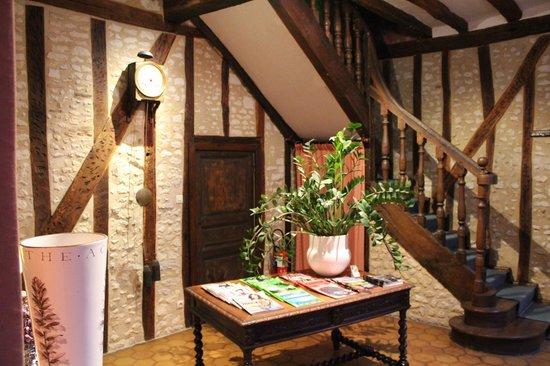 Hotel Diderot: 2nd Floor Living Area
