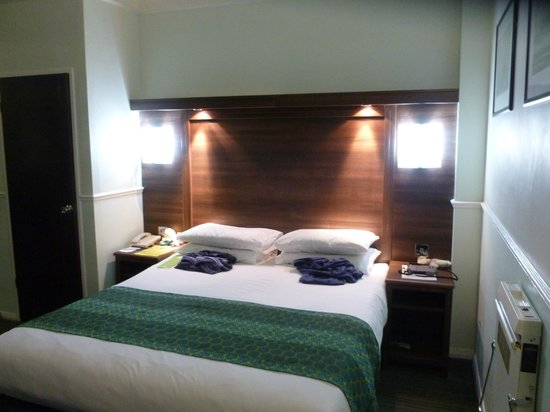 Holiday Inn Oxford Circus: Bed / Lit