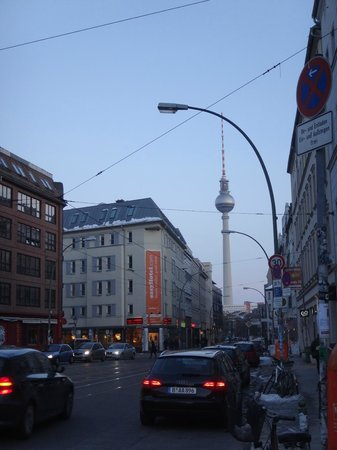 easyHotel Berlin Hackescher Markt: a 100 metros del hotel