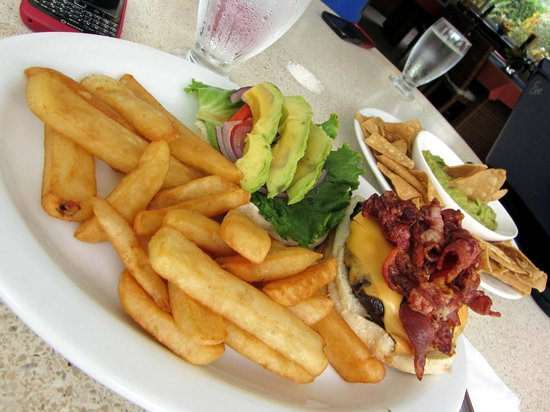 Hideaway Hotel Restaurant: Cheese burger with lots of bacon, avocado and fries