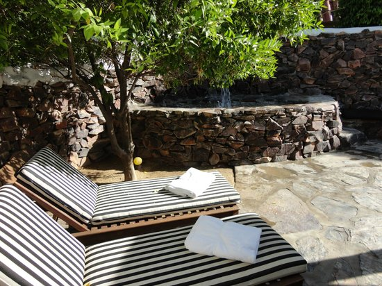 Korakia Pensione: Private whirlpool on patio