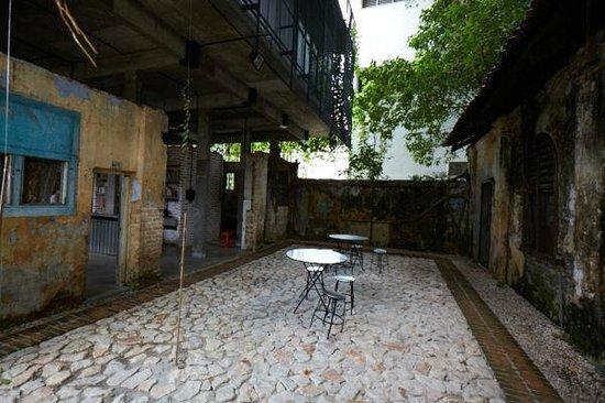 Sekeping Kong Heng: Courtyard @ the back of hotel