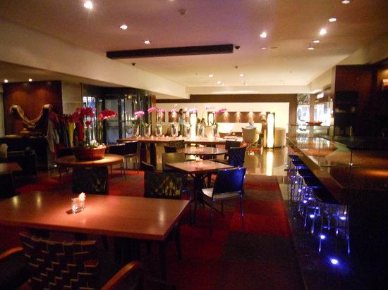 Sofitel Rio de Janeiro Ipanema: Downstairs Bar/Cafe area