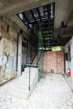 Sekeping Kong Heng: Stairwell of hotel