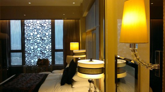 Sofitel Macau at Ponte 16: Looking out from the bathroom.