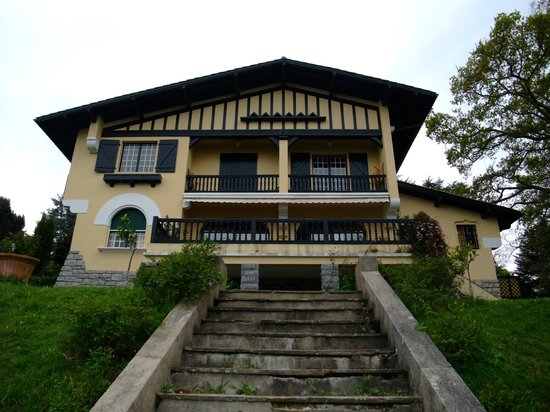 Villa La Croix Basque : Vue arrière de la villa