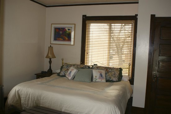 The Higgins Hotel: King Suite
