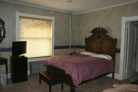The Higgins Hotel: Single