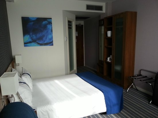 Hotel Holiday Inn Express Bilbao: La Habitacion