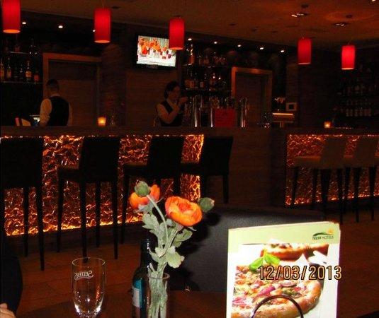 H4 Hotel Lübeck City Centre: Bar e restaurante