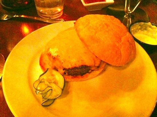 Phil's Tara Hideaway: Cheese Burger