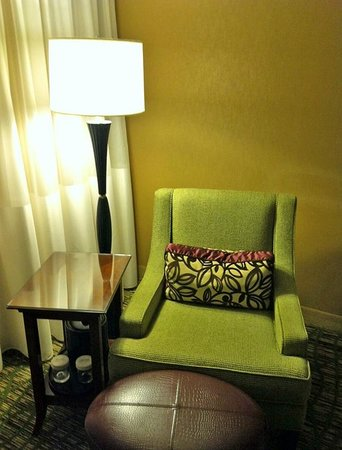 Hanover Marriott: seating in king sized room