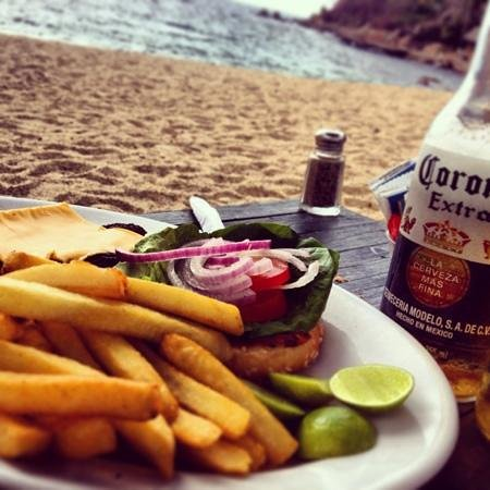 Hotel Lagunita: Traditional hamburguer deli deli!!