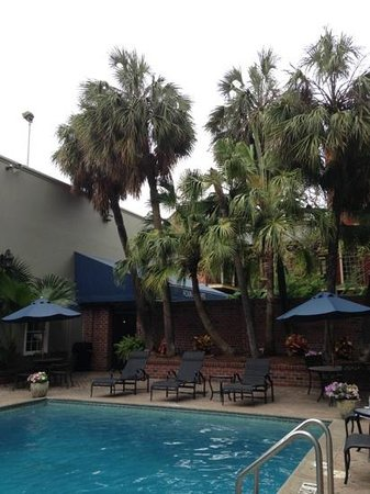 Four Points By Sheraton French Quarter: Courtyard view by the pool