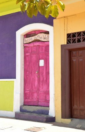 Hole In The Wall: Love these pink doors !!