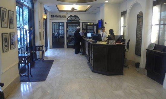 Hotel Ajanta : front desk