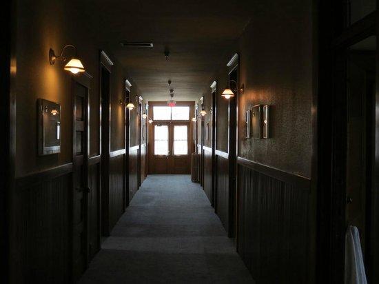 هوتل فيندوم: Hallway to rooms Hotel Vendome