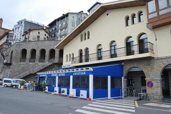 Itxas Etxe: Terraza y fachada