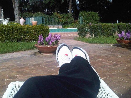 Alla Posta dei Donini: l'area relax intorno alla piscina esterna