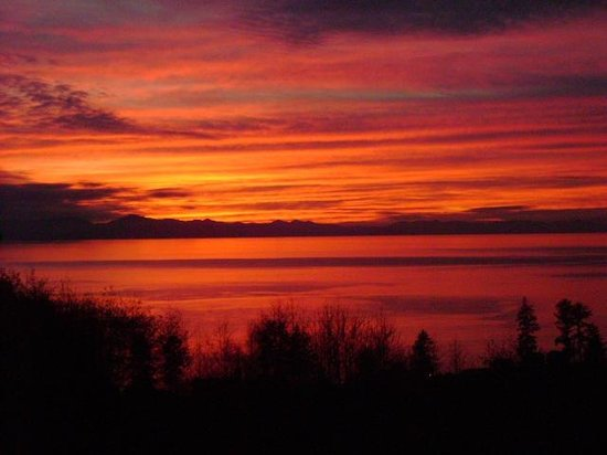 Straitview Ridge B&B: ONE OF OUR ENDLESS SUNSETS FROM DECK