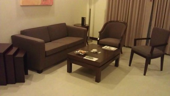 Grand Mercure Bangkok Asoke Residence: living room