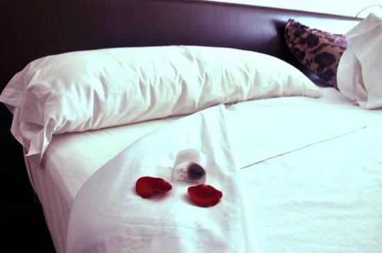 Finca Prats Hotel Golf & Spa: Cama con bombones