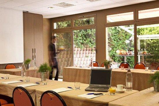 Escale Oceania Aix En Provence : Area Attractions