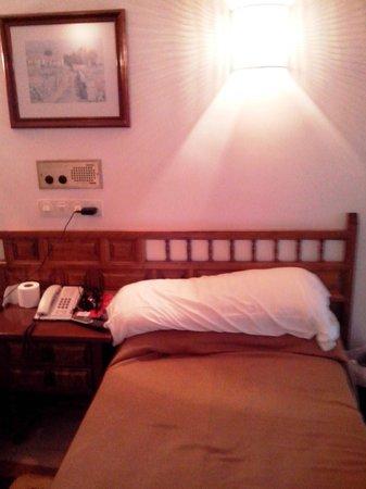 Hotel Con D 'Arbon: anticuada, y fea, pero hace su servicio si solo vas a dormir y descansar