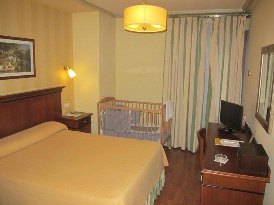 Hotel Azofra : Habitación