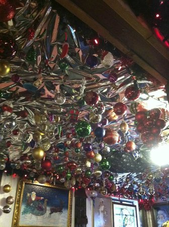 Jolly Roger Restaurant & Bar: Ceiling!