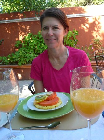 Casa Tia Micha: Breakfast included fresh orange juice and fruit each morning