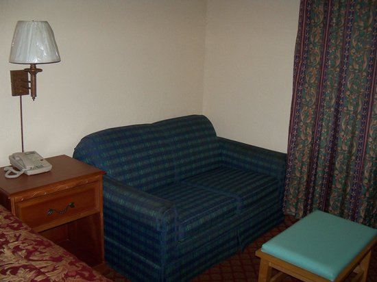 Americas Best Value Inn: love seat