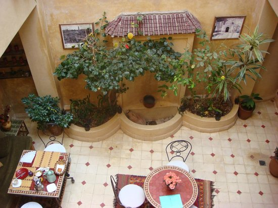 Riad Dar Othmane: view from secon floor to the lobby area