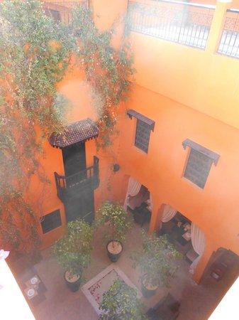 Riad Hermes: patio vu de la terrasse