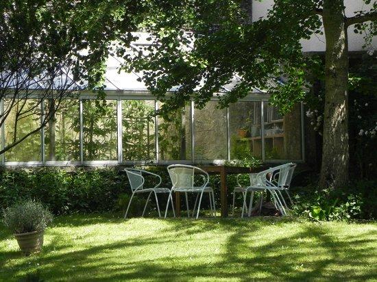 Vingt-Mille Lieux : Un coin de jardin pour pique-niquer