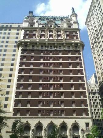 Adolphus Hotel: You can only stay in the new part to the left