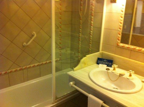 Alcazar de la Reina Hotel: cuarto de baño
