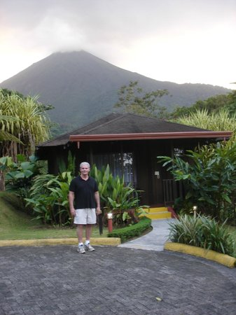 Hotel Lomas del Volcan: In front of the cabin
