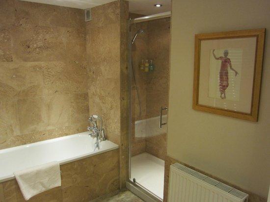 ذا وندسور: Georgiana bathroom