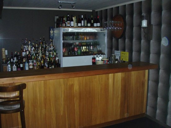 Asure Parklands Motor Lodge: House Bar