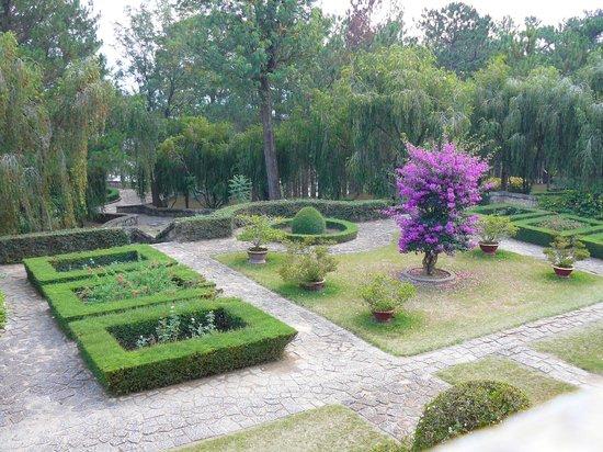 Bao Dai's Palace : jardin
