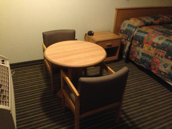 Americas Best Value Inn Hesperia: Table