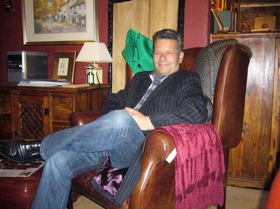 Wizards Thatch at Alderley Edge: relaxing in the king chair